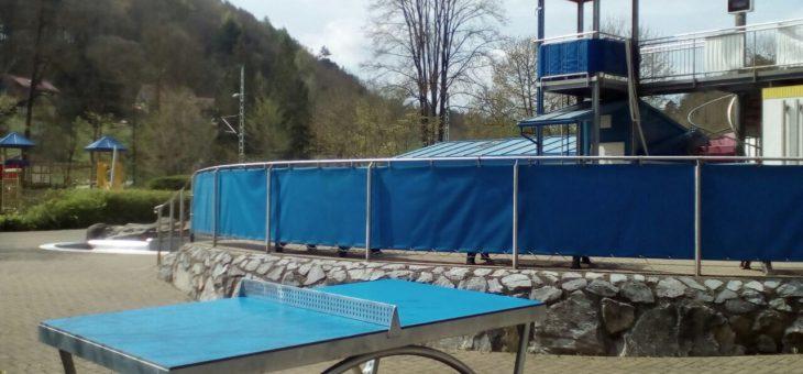 Neues Sportangebot: Tischtennis im Freibad