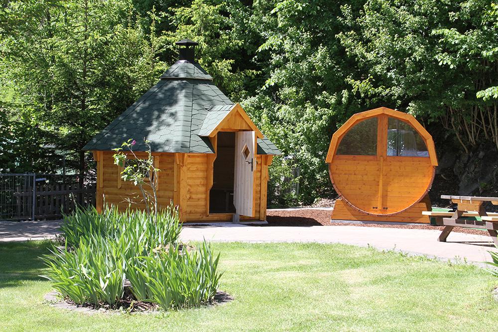 Neu im Freibad Rübeland: Grill-Kota und Fass-Sauna von ISIDOR